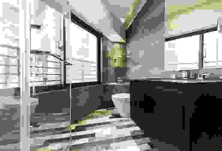 淡水鄒宅 現代浴室設計點子、靈感&圖片 根據 NO5WorkRoom 現代風