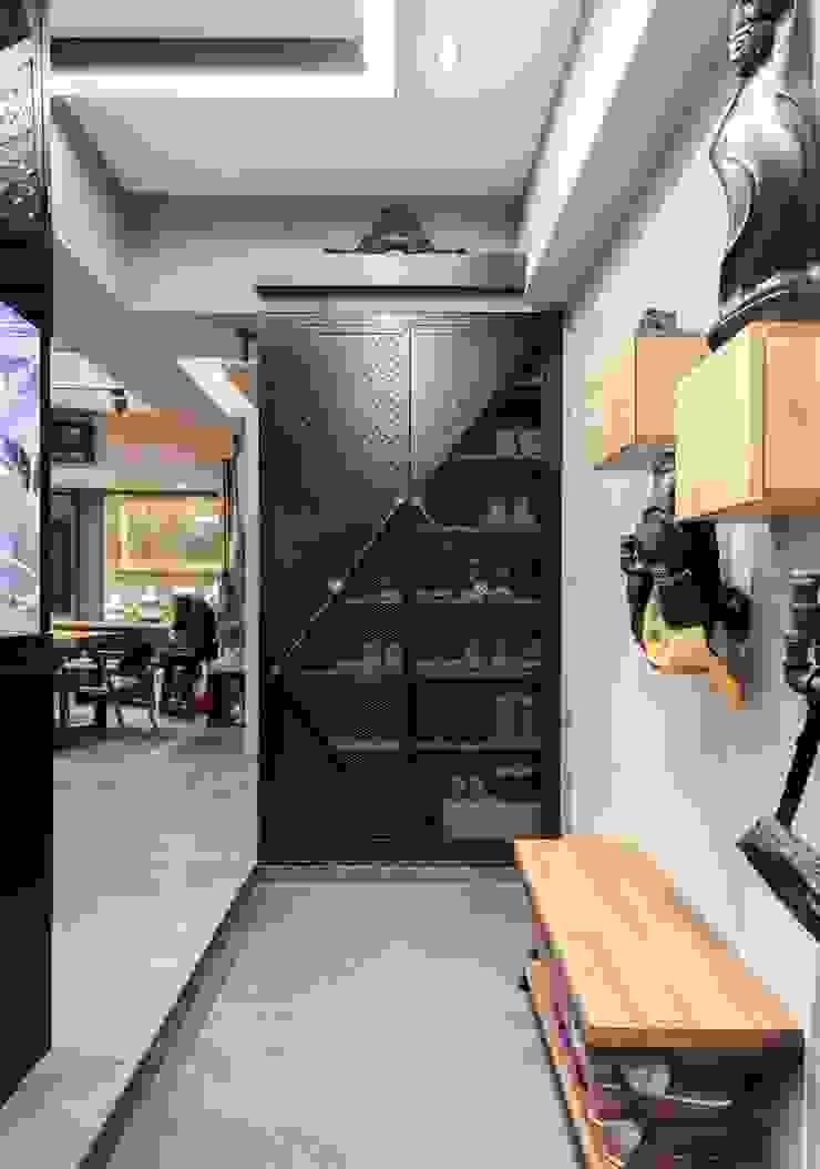 淡水鄒宅 現代風玄關、走廊與階梯 根據 NO5WorkRoom 現代風