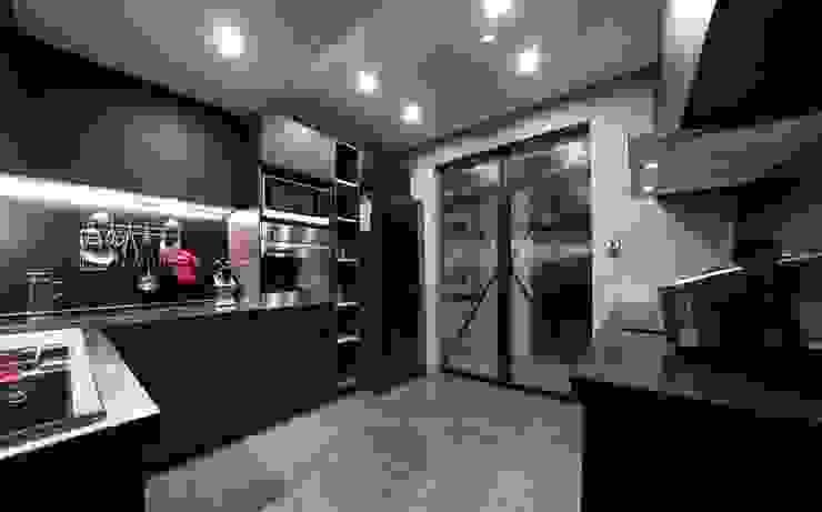 陶瓷烤漆板 現代廚房設計點子、靈感&圖片 根據 NO5WorkRoom 現代風