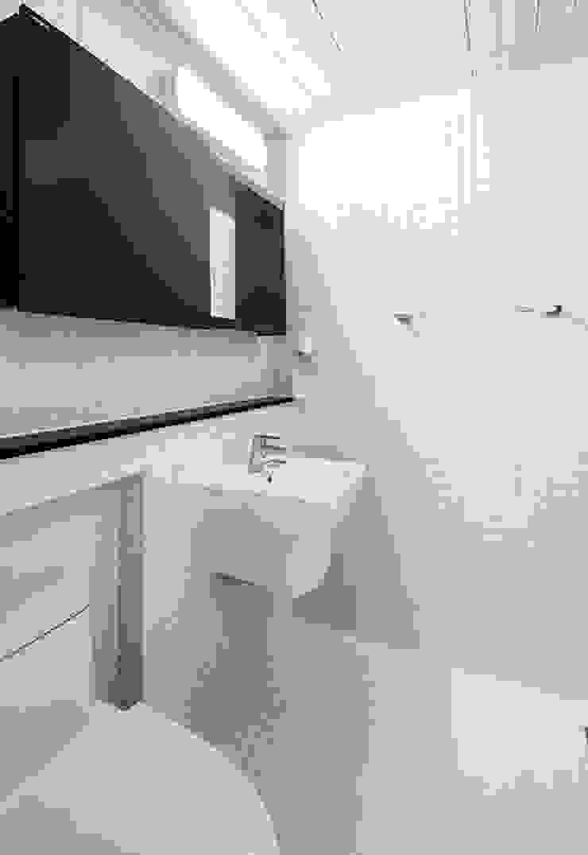 1층욕실 #2 모던스타일 욕실 by 윤성하우징 모던