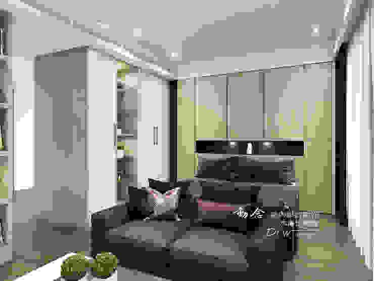 臥室 根據 木博士團隊/動念室內設計制作 現代風 塑木複合材料