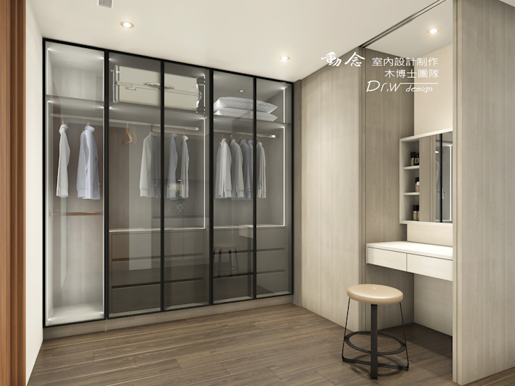 Closets por 木博士團隊/動念室內設計制作 Moderno Vidro