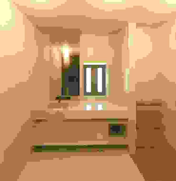 Modern bathroom by Sarah Paula - Interior Design Modern
