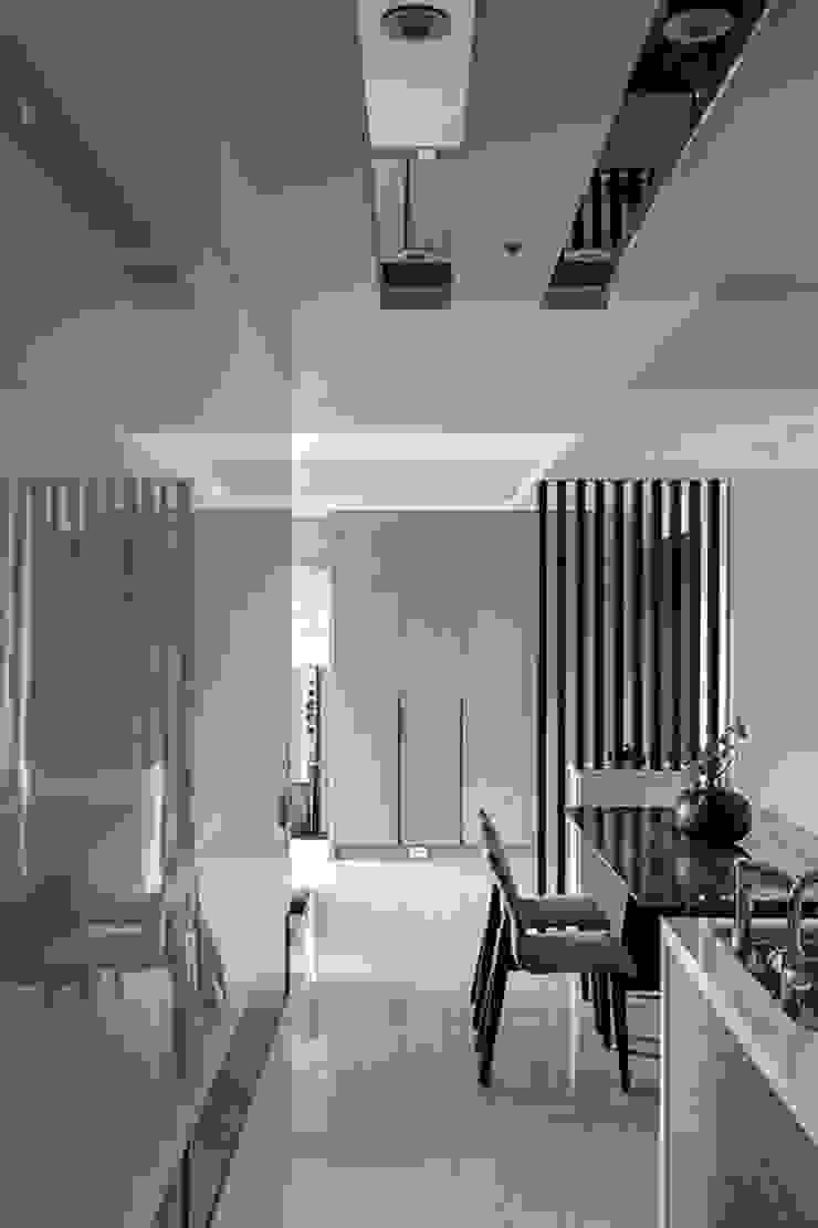 純淨都會-鄉林靜安 現代風玄關、走廊與階梯 根據 富亞室內裝修設計工程有限公司 現代風 木頭 Wood effect