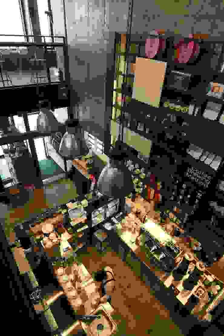2층에서 바라본 1층전경-2 인더스트리얼 스타일 바 & 클럽 by 모노웍스 인더스트리얼