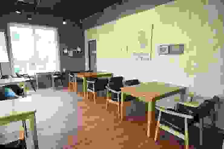 2층홀 인더스트리얼 스타일 바 & 클럽 by 모노웍스 인더스트리얼
