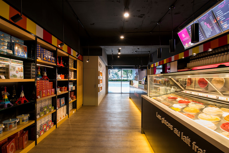 繽紛色彩穿插其中的泡芙專賣店,彷彿身處法式烘焙商店的氛圍,來一趟其妙的午后約會... 富亞室內裝修設計工程有限公司 商業空間 合板 Grey