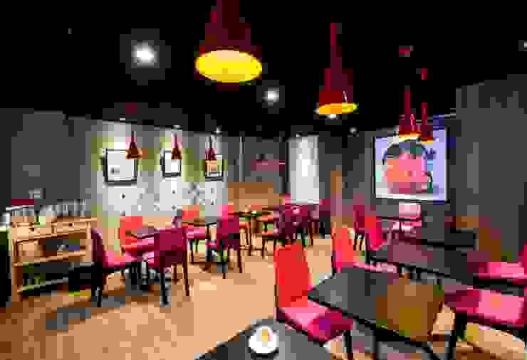 繽紛色彩穿插其中的泡芙專賣店,彷彿身處法式烘焙商店的氛圍,來一趟其妙的午后約會... 富亞室內裝修設計工程有限公司 餐廳椅子與長凳 合成纖維 Purple/Violet