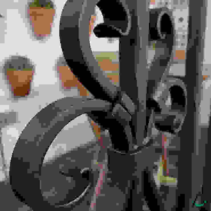 Estudi Aura, decoradores y diseñadores de interiores en Barcelona의 현대 , 모던 철 / 철강