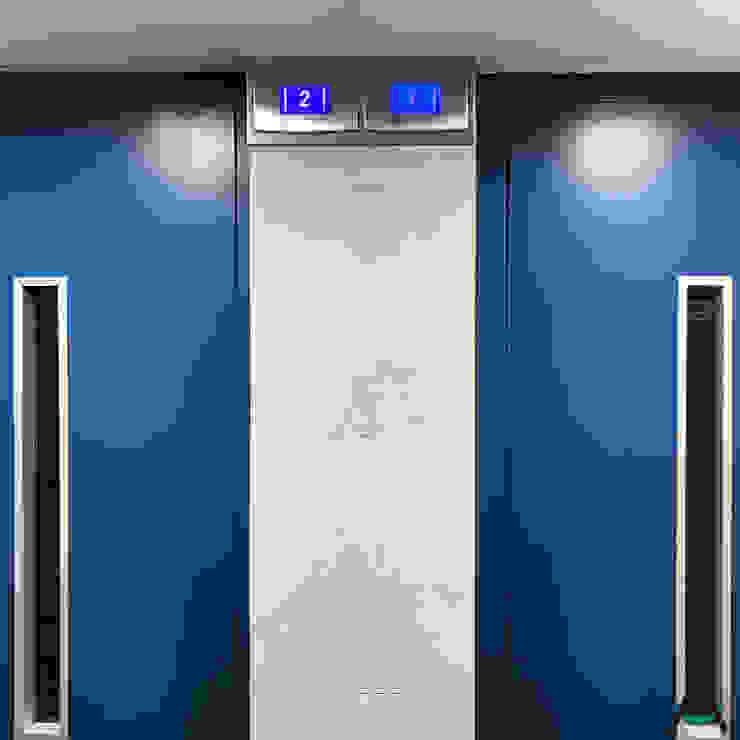 Modern corridor, hallway & stairs by Estudi Aura, decoradores y diseñadores de interiores en Barcelona Modern Aluminium/Zinc