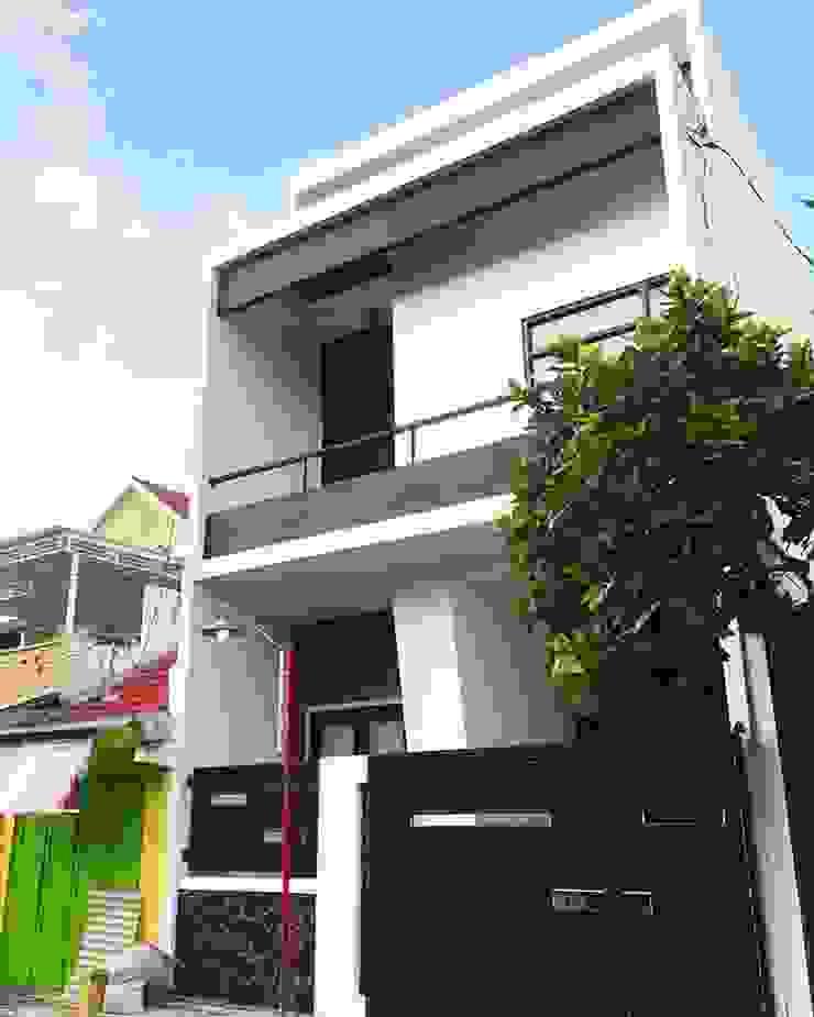 Pagar rumah Oleh Tigha Atelier