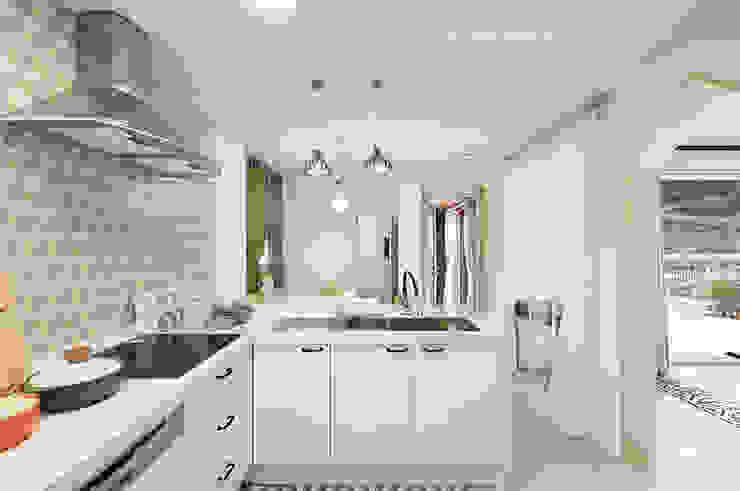 Nhà bếp phong cách hiện đại bởi 주택설계전문 디자인그룹 홈스타일토토 Hiện đại