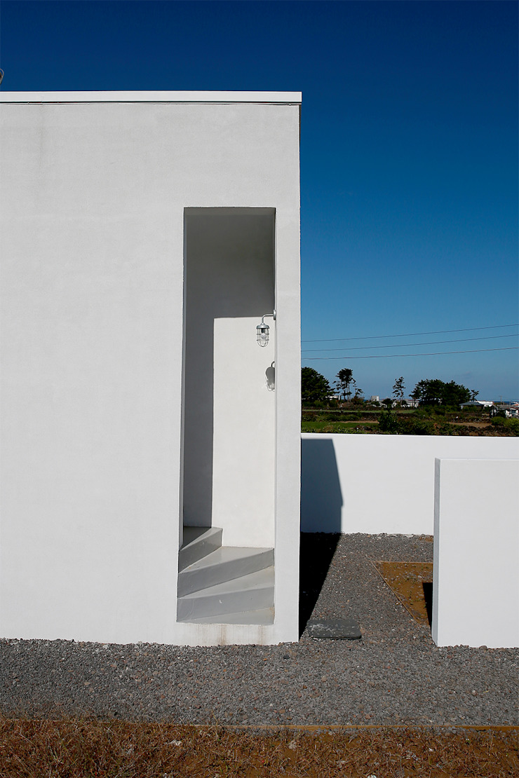 Paredes y pisos de estilo moderno de AAPA건축사사무소 Moderno