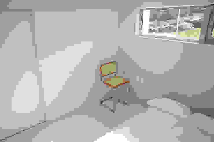 Salas multimedia modernas de AAPA건축사사무소 Moderno