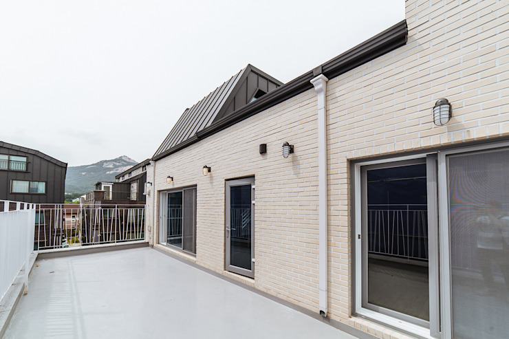 Balcony by AAPA건축사사무소, Modern