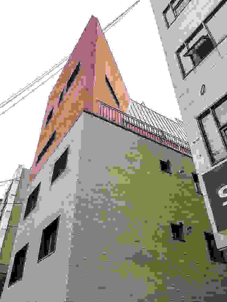서울_ Brick House 모던스타일 주택 by AAPA건축사사무소 모던