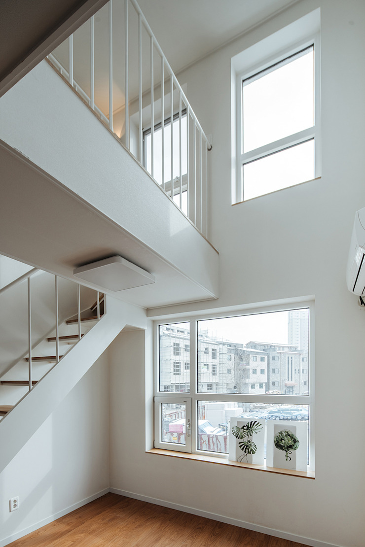 Modern windows & doors by AAPA건축사사무소 Modern
