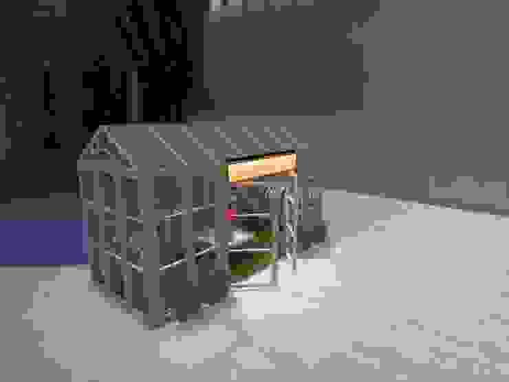 Maria pompon Espacio Urbano de ATELIER3 Clásico Madera Acabado en madera