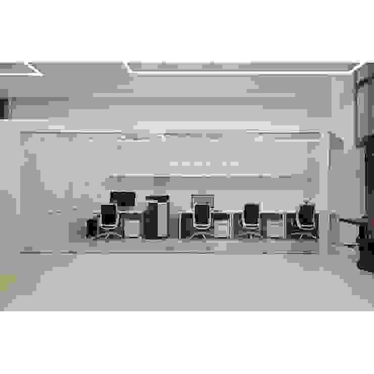 Modernes Messe Design von WITHJIS(위드지스) Modern Glas