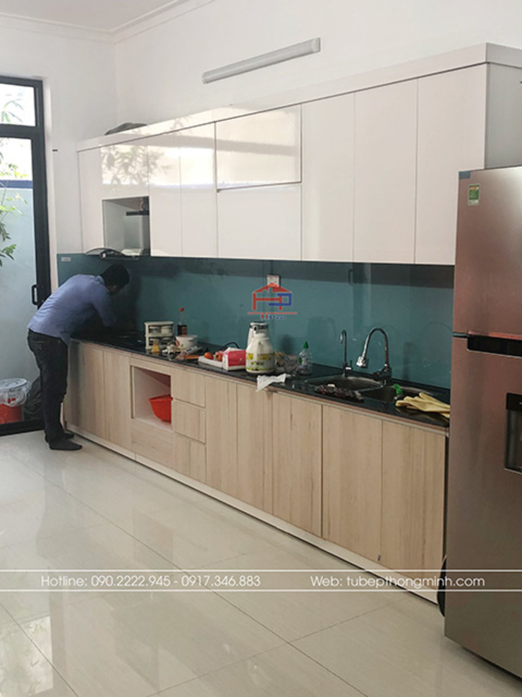 Ảnh thực tế tủ bếp laminate nhà anh Linh: tối giản  by Nội thất Hpro, Tối giản