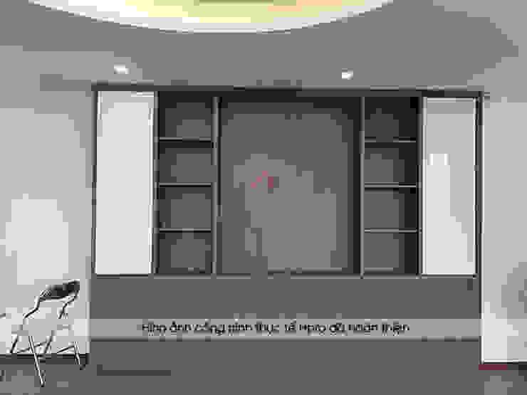 Ảnh thực tế tủ sách kết hợp kệ trang trí nhà anh Phương ở Thanh Hóa: hiện đại  by Nội thất Hpro, Hiện đại