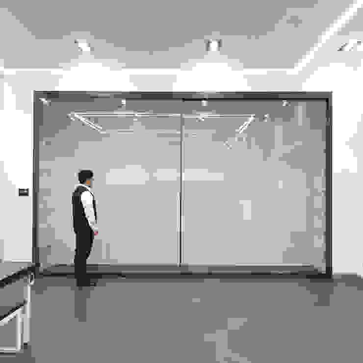 WP146 panorama, 5000(w)x3000(h) 모던 스타일 전시장 by WITHJIS(위드지스) 모던 알루미늄 / 아연