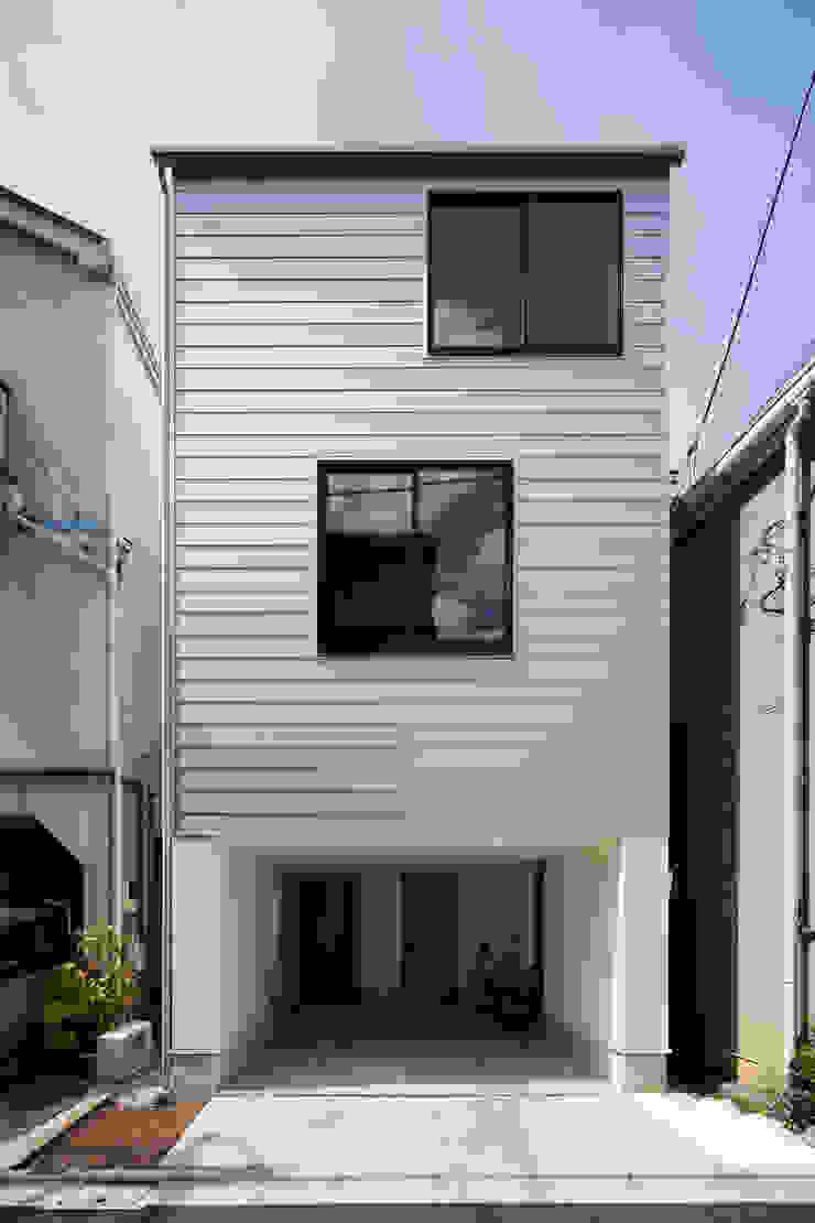 Casas modernas por 設計事務所アーキプレイス Moderno Alumínio/Zinco