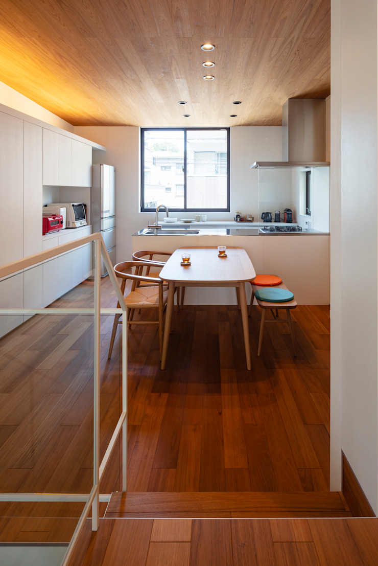 Salas de jantar modernas por 設計事務所アーキプレイス Moderno contraplacado