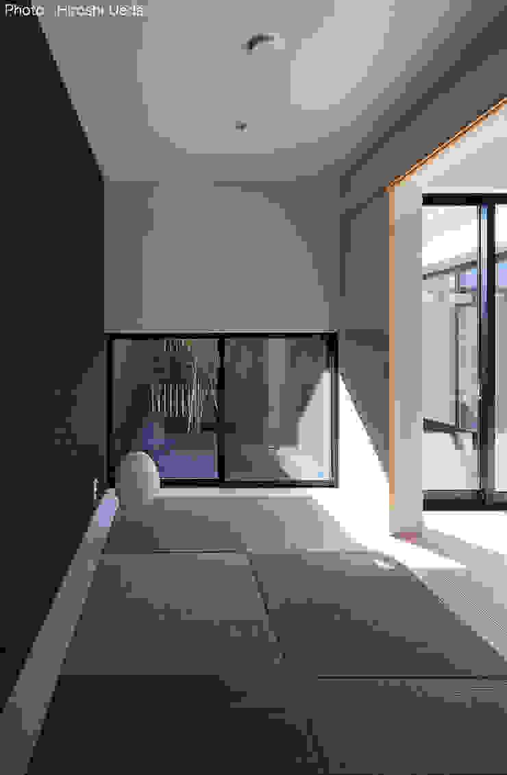 Salas de entretenimiento de estilo minimalista de 石川淳建築設計事務所 Minimalista Madera Acabado en madera