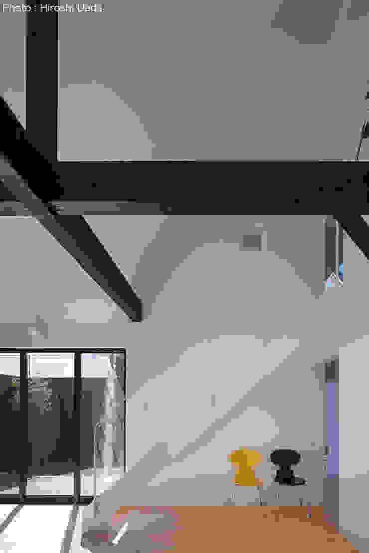Phòng khách phong cách tối giản bởi 石川淳建築設計事務所 Tối giản Sắt / thép