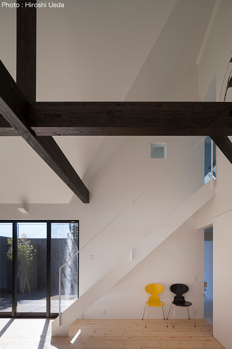 Salas de estilo minimalista de 石川淳建築設計事務所 Minimalista Hierro/Acero