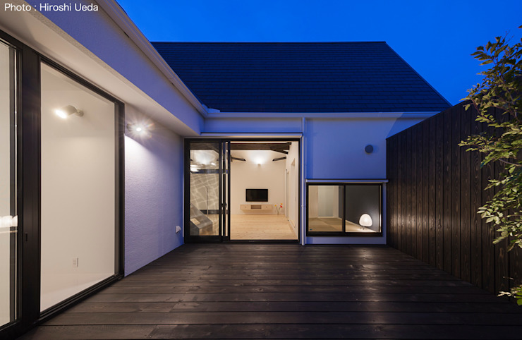 Jardines de estilo minimalista de 石川淳建築設計事務所 Minimalista Madera Acabado en madera