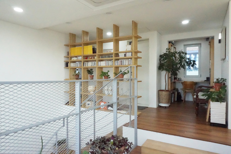 3층 시네마데크 모던스타일 서재 / 사무실 by 건축그룹 [tam] 모던 우드 우드 그레인