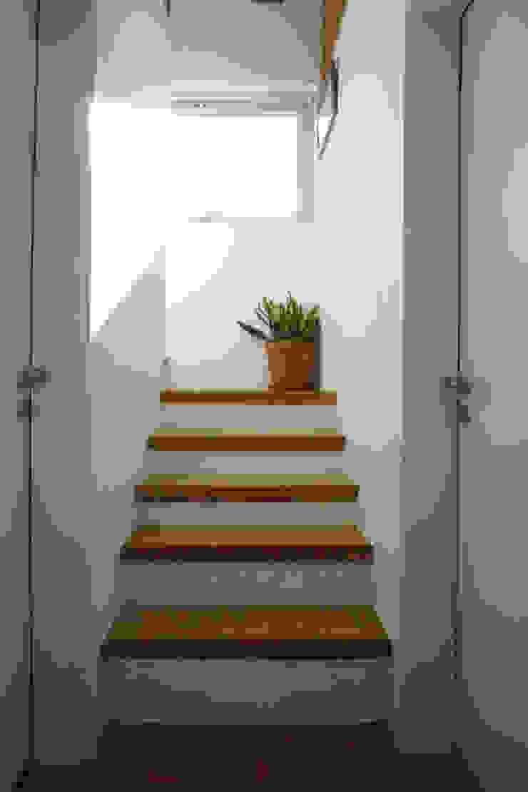 3-다락층 계단 입구 by 건축그룹 [tam] 모던 유리