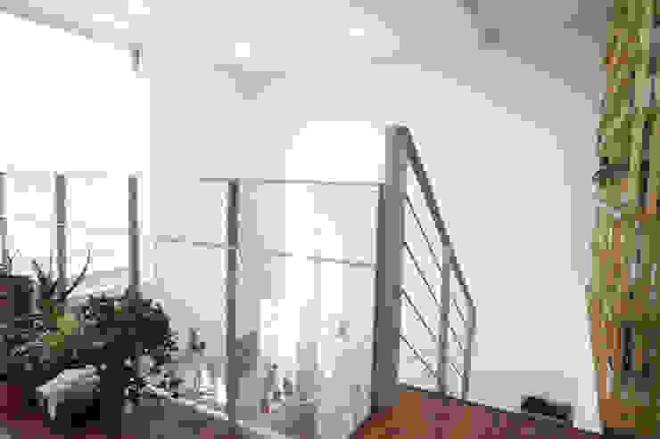 3층 스크린용 벽 모던스타일 거실 by 건축그룹 [tam] 모던