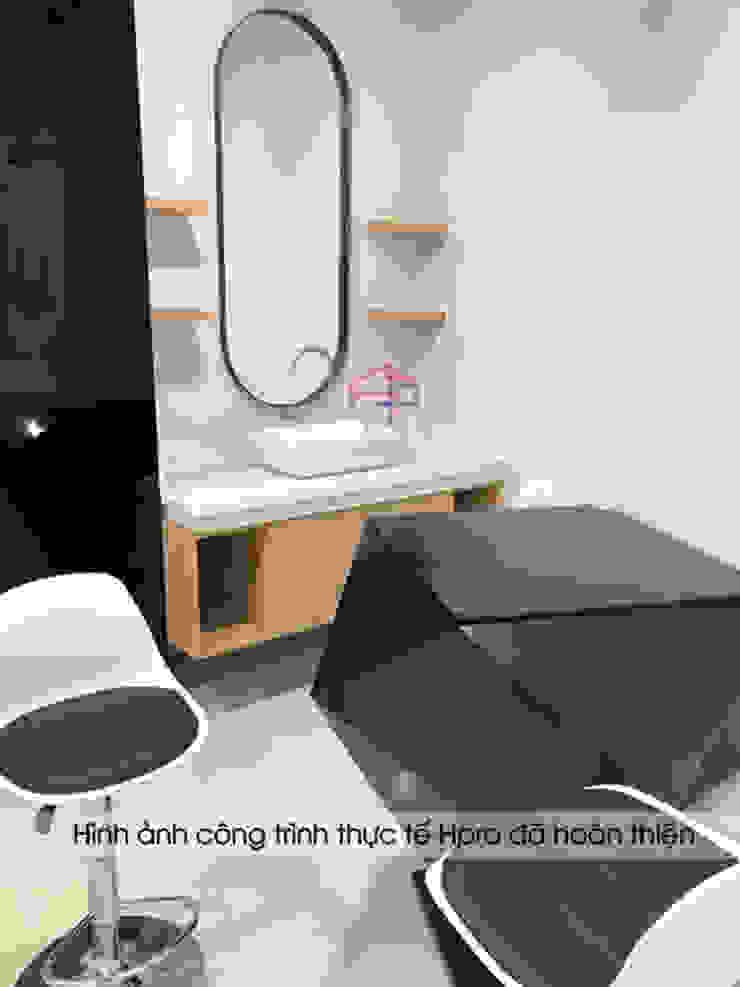 Ảnh thực tế bộ bàn ghế đen trắng thiết kế ấn tượng trong khu trải nghiệm sản phẩm: công nghiệp  by Nội thất Hpro, Công nghiệp
