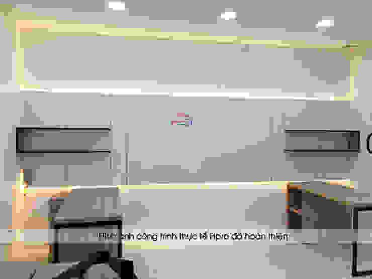 Ảnh thực tế nội thất gỗ laminate phòng thiết kế nhà máy mỹ phẩm Kenly Jang: công nghiệp  by Nội thất Hpro, Công nghiệp
