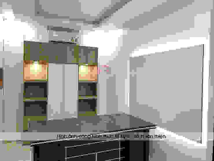 Ảnh thực tế nội thất gỗ laminate phòng giám đốc nhà máy mỹ phẩm Kenly Jang: công nghiệp  by Nội thất Hpro, Công nghiệp