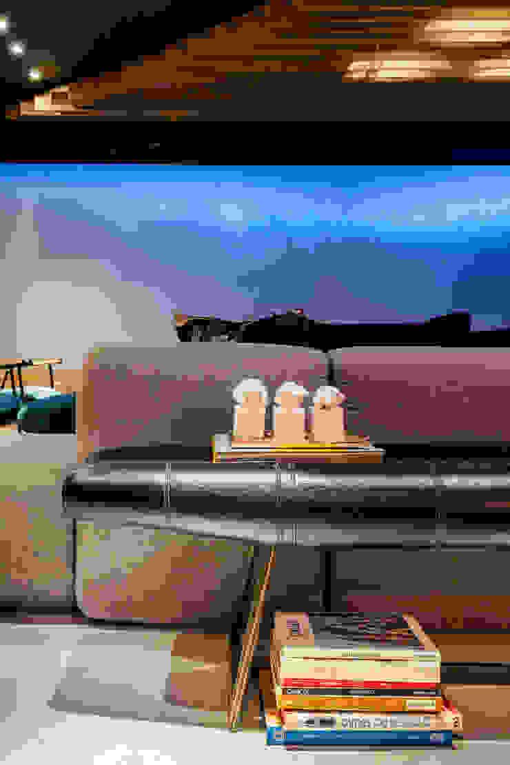 modern  by Sônia Beltrão Arquitetura , Modern Leather Grey