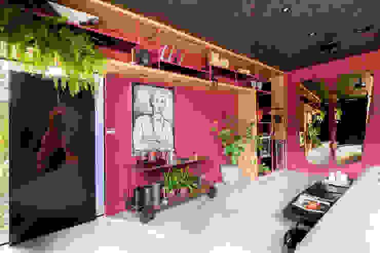 Sala da Imagem e do Som | Casa Cor PE 2018 | Design por Arquitetura Sônia Beltrão & associados Moderno Madeira Efeito de madeira