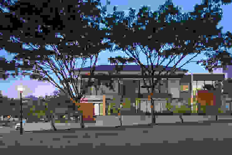 XZ House Oleh Rakta Studio Tropis