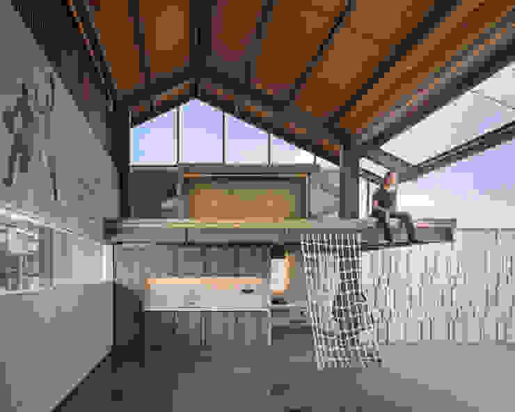 ETC House Konservatori Gaya Industrial Oleh Rakta Studio Industrial