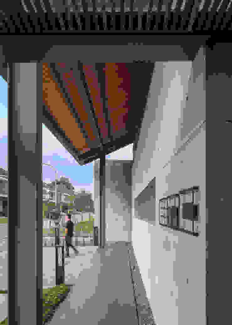 Lorong Koridor & Tangga Gaya Industrial Oleh Rakta Studio Industrial