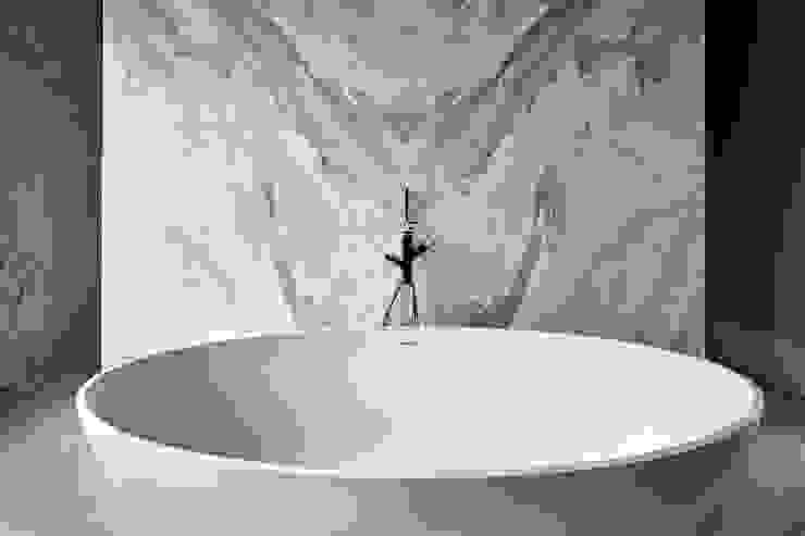 Salle de bain moderne par Mark Hardy Moderne