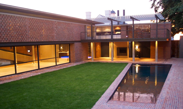 Industrial Chic Modern Houses by PWM Architects Modern