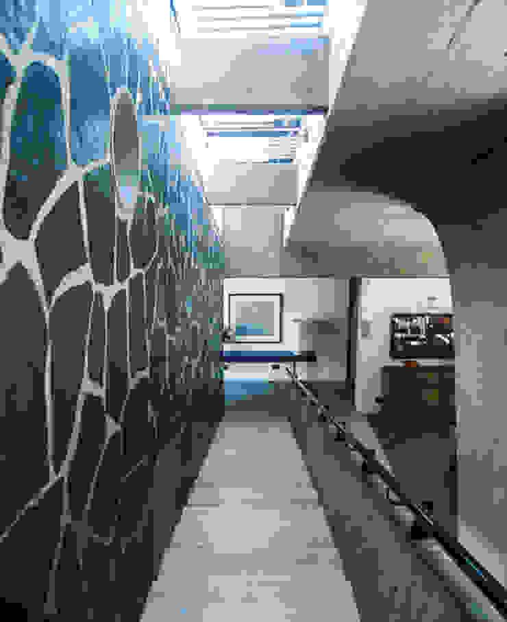 A Garden Serpentine Structure by PWM Architects Modern