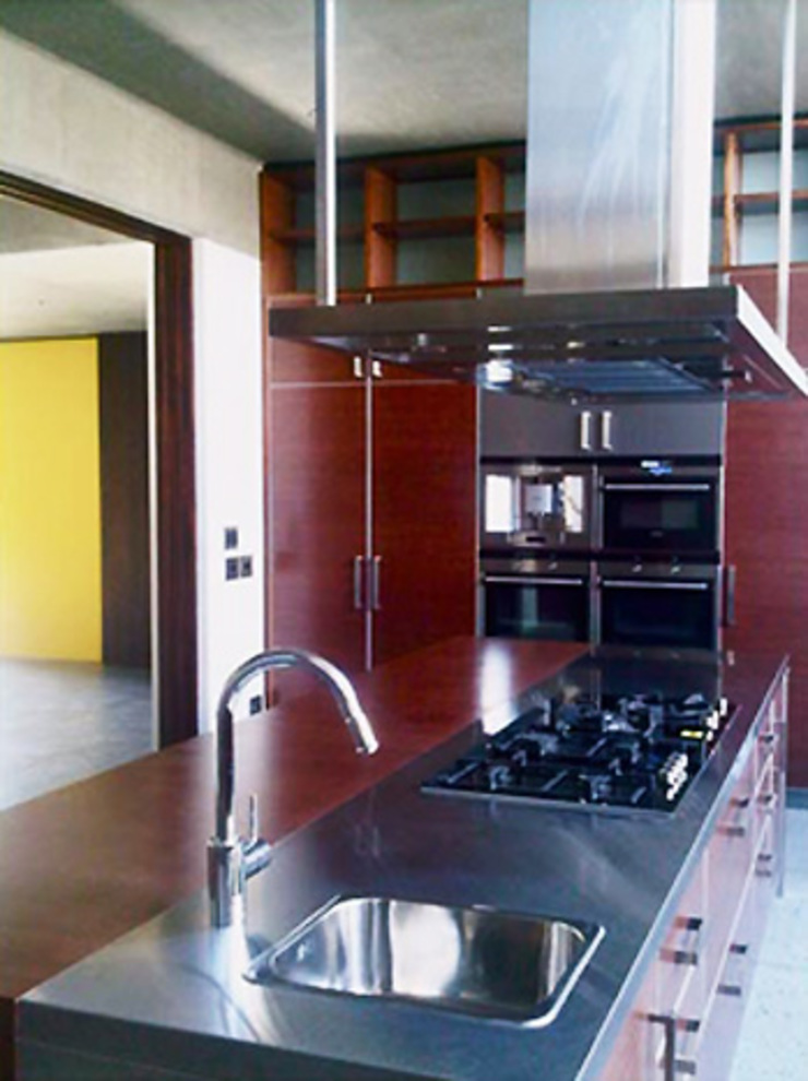 A Garden Serpentine Structure Modern Kitchen by PWM Architects Modern