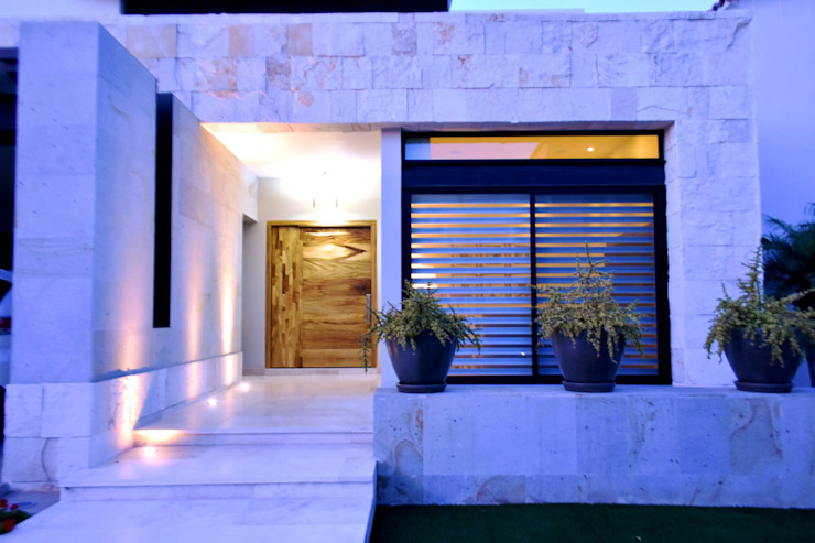 Wooden doors by CREA arquitectos