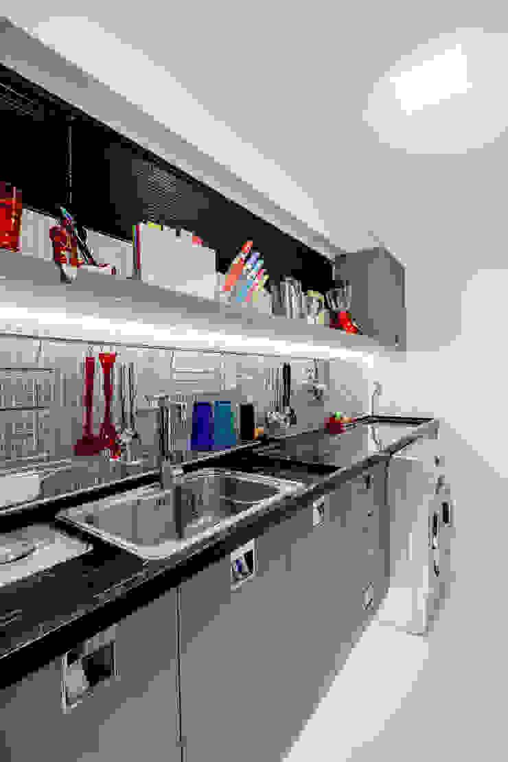 Arquitetura Sônia Beltrão & associados Kitchen units Granite Grey