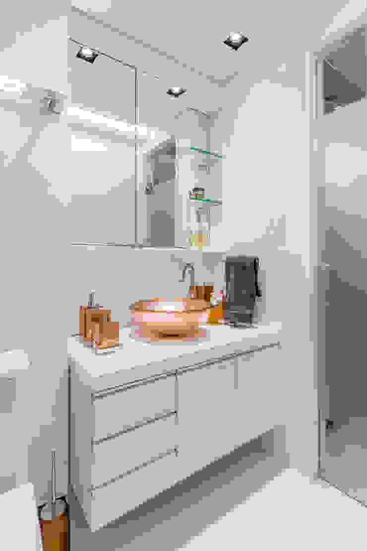 Arquitetura Sônia Beltrão & associados Modern Bathroom White